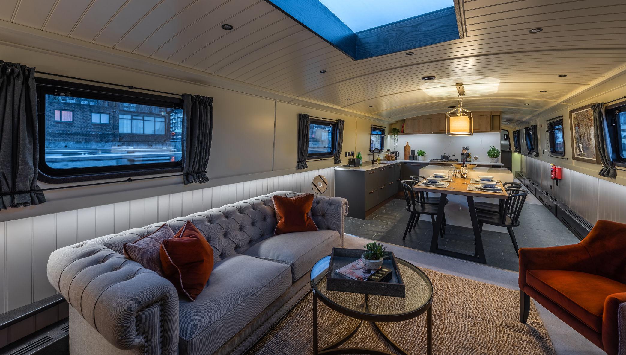 Houseboat saloon